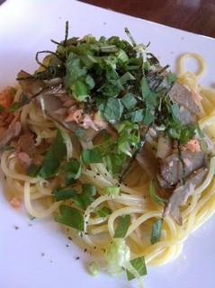 稲毛海岸・イタリア市場 トスカーナ/パスタランチ(秋鮭とゴボウの和風スパゲティ)